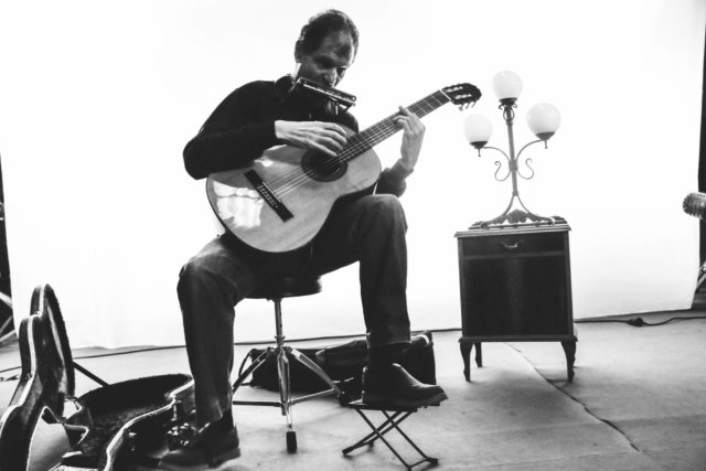 Foto artística de Martí Batalla en blanco y negro.